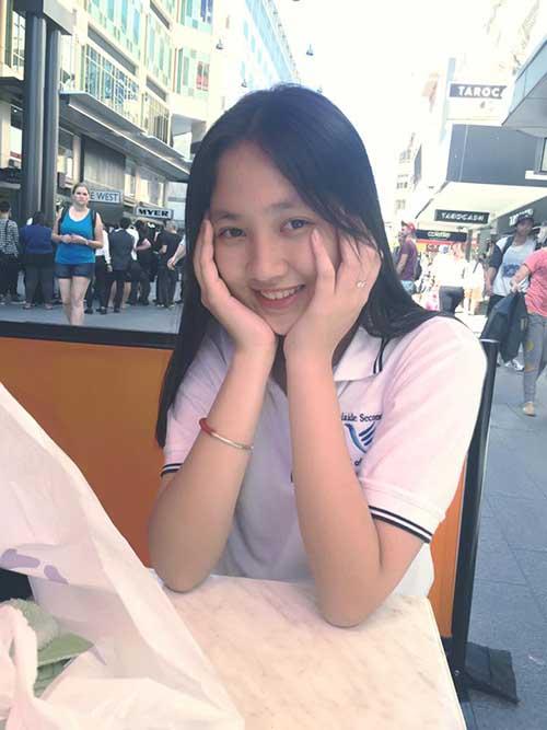 """""""Em vợ"""" 14 tuổi của Hồ Quang Hiếu chân dài như siêu mẫu - 1"""