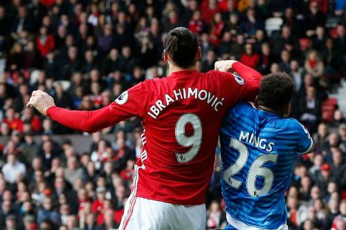 """MU: Ibra bị treo giò 3 trận, Rooney """"đục nước béo cò"""" - 2"""