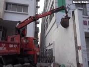 Tin tức trong ngày - Clip: Ông Đoàn Ngọc Hải chỉ đạo phá tường gần tòa nhà Bộ Công thương