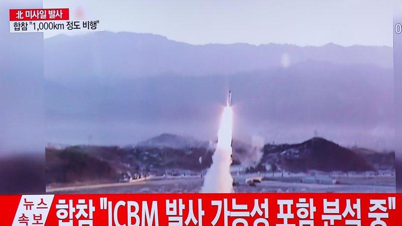 Triều Tiên phóng loạt tên lửa nhằm vào căn cứ quân sự Mỹ - 1