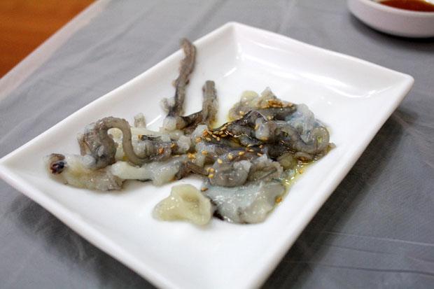 Liệu bạn có dám vượt qua nỗi sợ hãi để ăn bạch tuộc sống? - 1