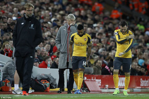 Tiêu điểm vòng 27 NHA: MU, Arsenal tự bắn vào chân - 2