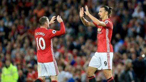 """MU: Ibra bị treo giò 3 trận, Rooney """"đục nước béo cò"""" - 1"""
