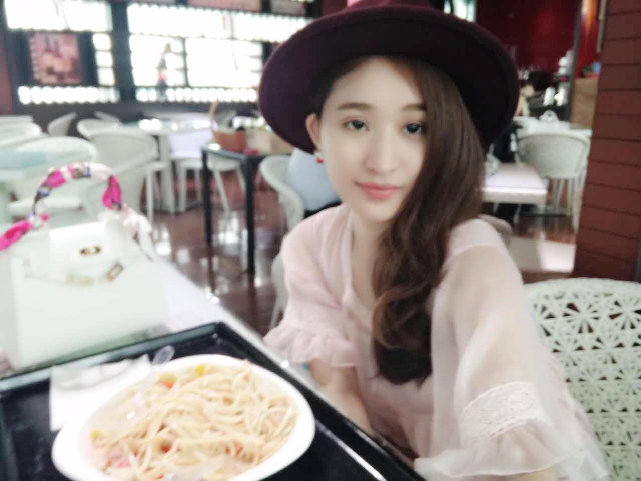Sau cú sốc đêm tân hôn, vợ cũ Hồ Quang Hiếu sống thế này đây - 10