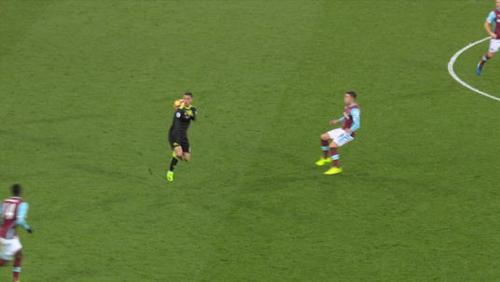 Hazard chuyền bóng bằng lưng: Bậc thầy Rô vẩu, CR7 - 1