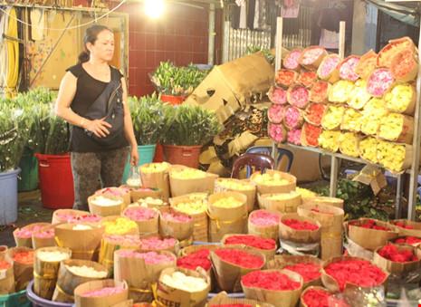Trước ngày 8-3, chợ hoa Hồ Thị Kỷ có gì hấp dẫn? - 10