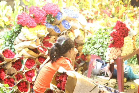 Trước ngày 8-3, chợ hoa Hồ Thị Kỷ có gì hấp dẫn? - 6