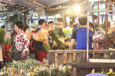 Trước ngày 8-3, chợ hoa Hồ Thị Kỷ có gì hấp dẫn? - 8