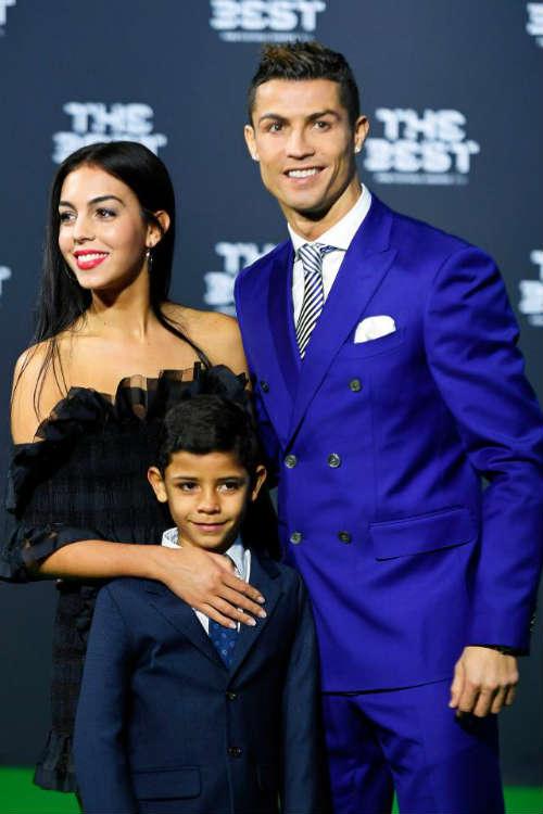"""Kiều nữ của Ronaldo lộ quá khứ """"vất vả"""", lương bèo bọt - 1"""