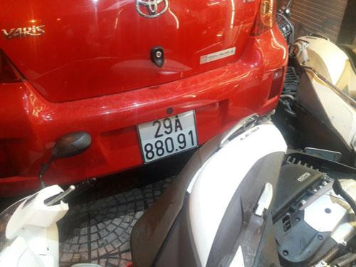 Ô tô loạng choạng, đâm hàng loạt xe trên phố Hà Nội - 4