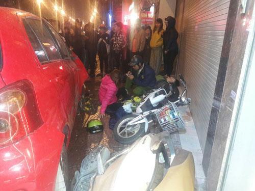 Ô tô loạng choạng, đâm hàng loạt xe trên phố Hà Nội - 2