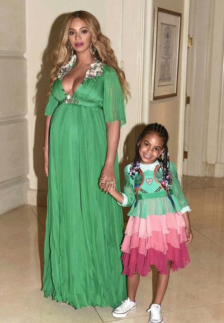 """""""Phát hờn"""" chiếc váy thiếu nhi 600 triệu của ái nữ Beyonce - 1"""