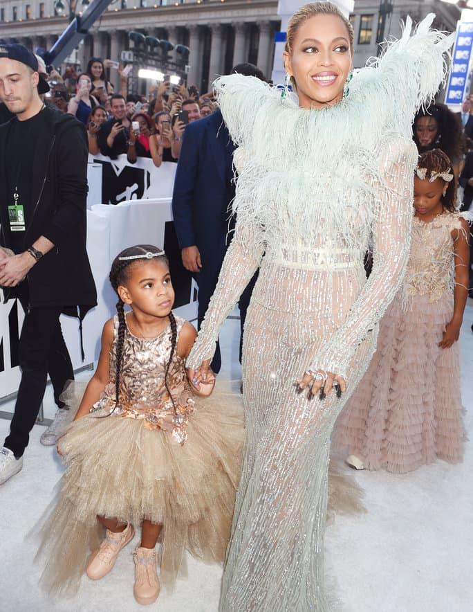 """""""Phát hờn"""" chiếc váy thiếu nhi 600 triệu của ái nữ Beyonce - 6"""
