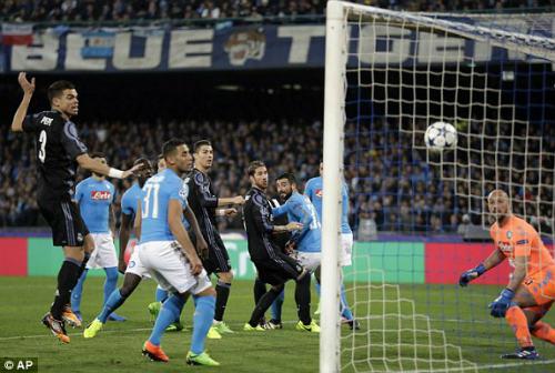 Napoli - Real Madrid: 6 phút siêu anh hùng định đoạt - 1