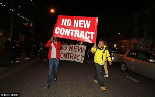 """Arsenal: Báo chí Anh """"vùi dập"""" Wenger, kêu gọi từ chức - 4"""
