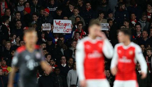 """Arsenal: Báo chí Anh """"vùi dập"""" Wenger, kêu gọi từ chức - 5"""