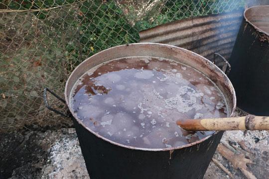 Bắt quả tang cơ sở trộn phẩm màu vào tiêu - 2
