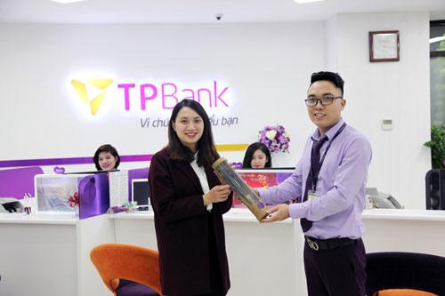 TPBank gửi tặng hàng nghìn món quà cho khách hàng nữ ngày 8/3 - 1