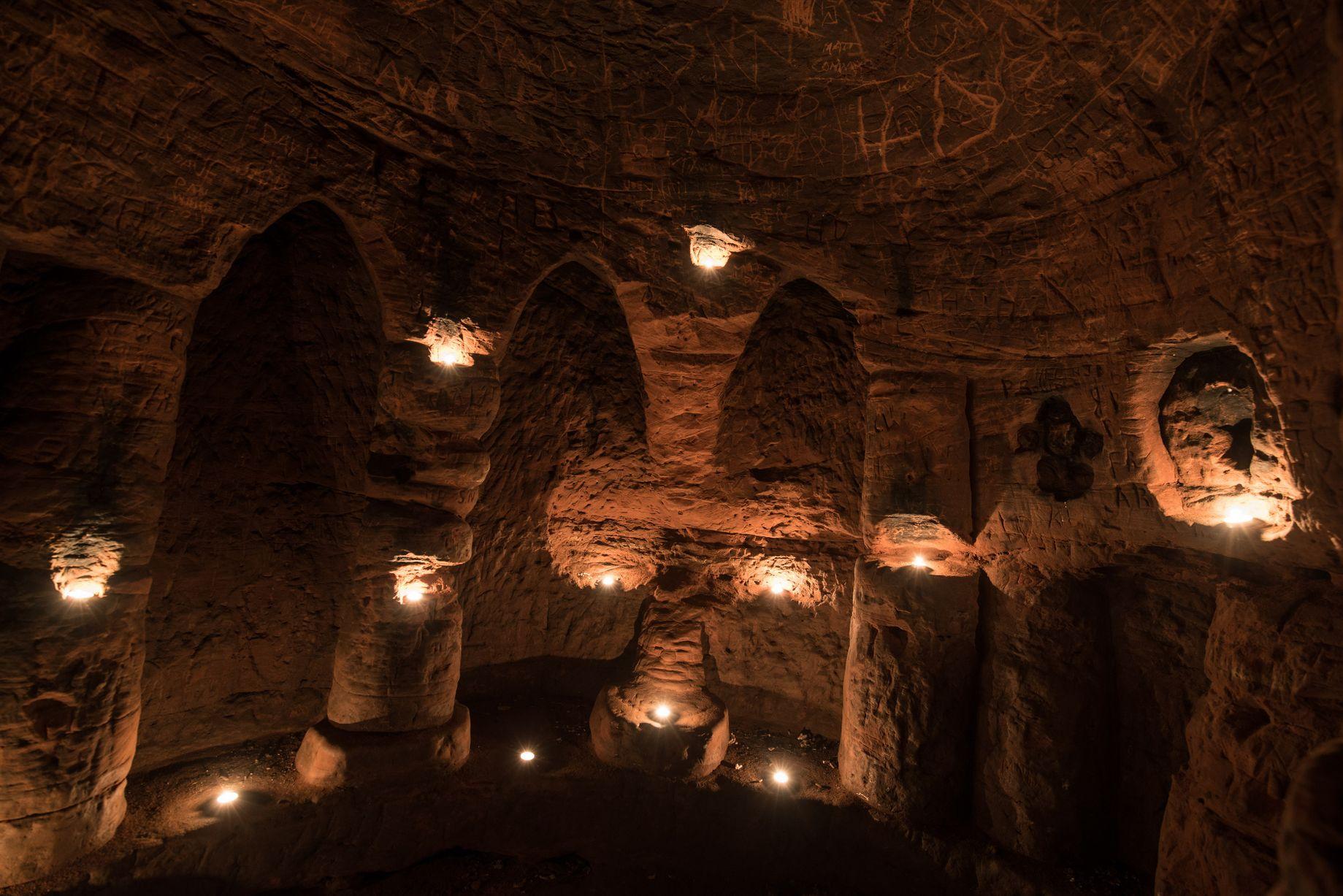 Anh: Phát hiện hang động hiệp sĩ 700 tuổi dưới hang thỏ - 1