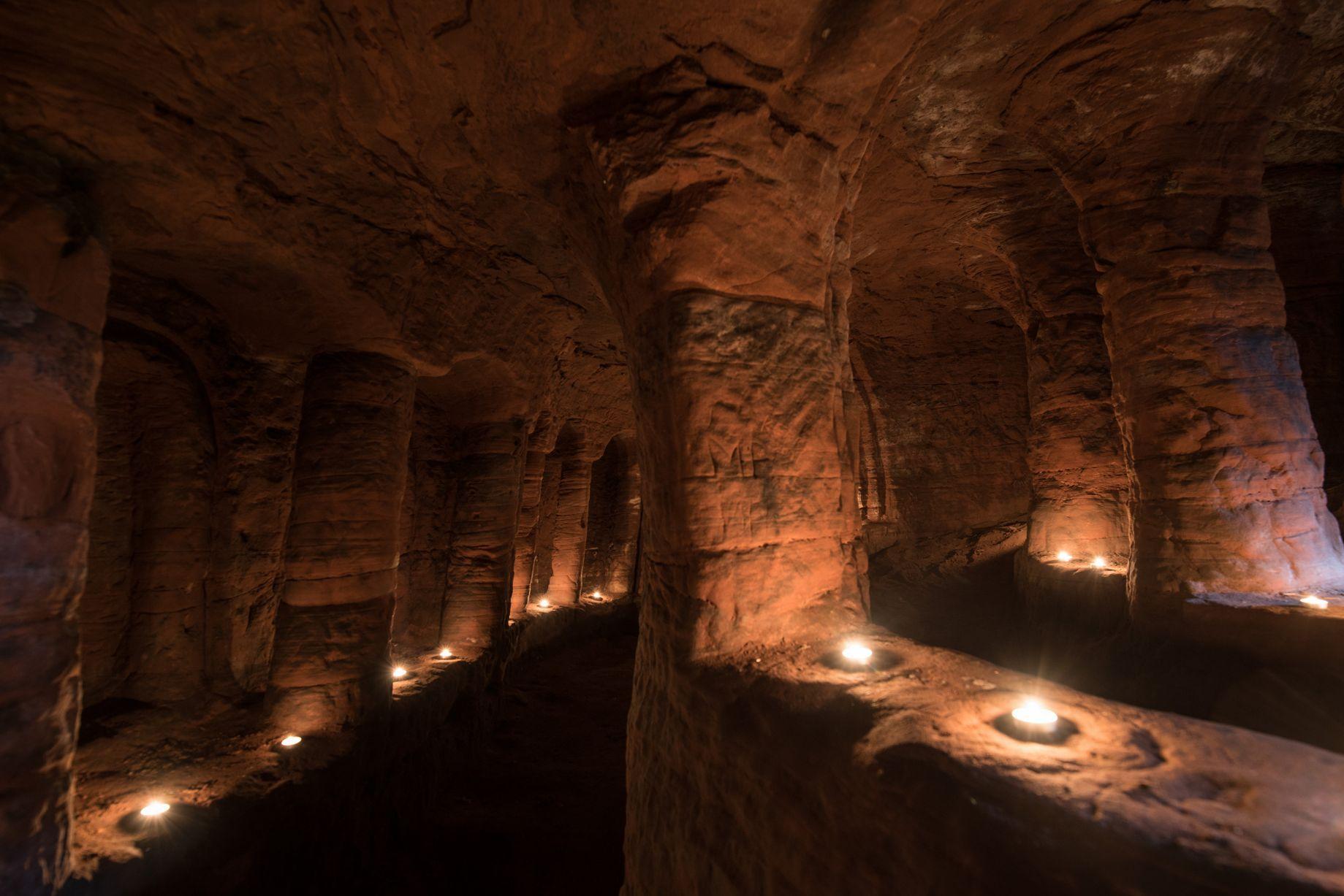 Anh: Phát hiện hang động hiệp sĩ 700 tuổi dưới hang thỏ - 4
