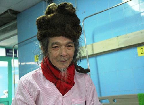 Cụ ông 76 tuổi với mái tóc đặc biệt hơn 30 năm chưa cắt - 1