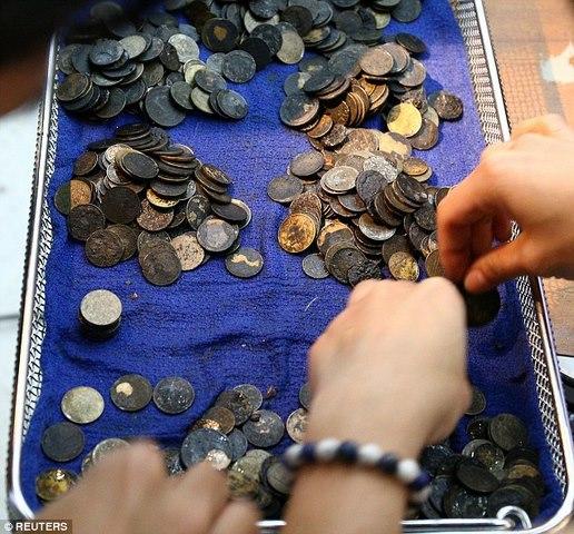 Mổ lấy gần nghìn đồng xu trong bụng rùa biển Thái Lan - 3