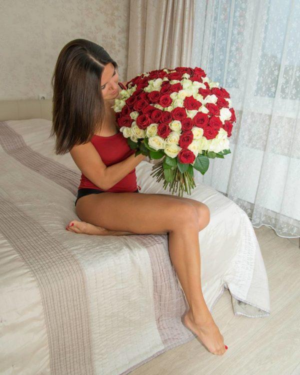 """8/3 rộ mốt cho thuê hoa và quà sang chảnh để chụp ảnh """"sống ảo"""" - 3"""