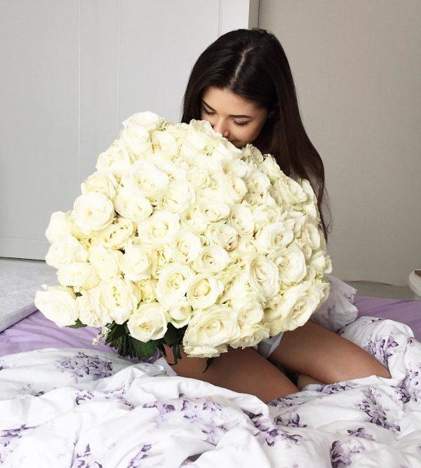 """8/3 rộ mốt cho thuê hoa và quà sang chảnh để chụp ảnh """"sống ảo"""" - 4"""