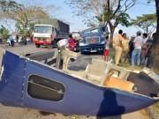 Tin tức trong ngày - TPHCM: 4 cuộn thép đè nát đầu xe container trên đại lộ