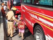 Tin tức trong ngày - Xe khách dính chặt xe ben, 40 trẻ mầm non gào khóc