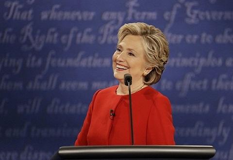 Bà Clinton xuất hiện với vẻ ngoài khác lạ sau thất cử - 2