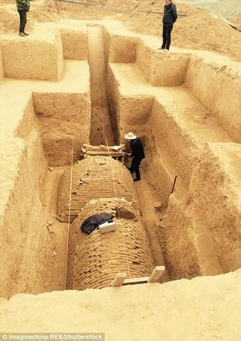 Tìm ra mộ cổ trăm năm hình kim tự tháp Ai Cập ở TQ - 3