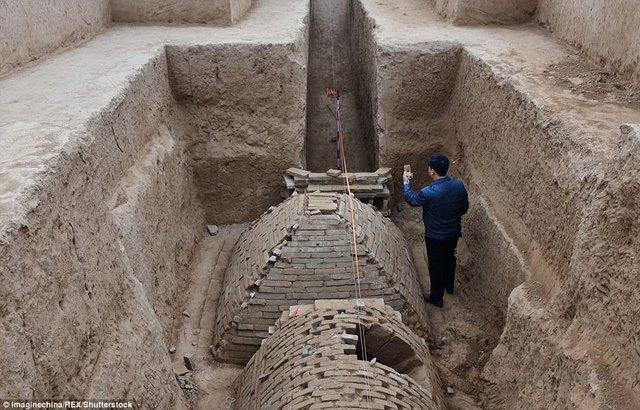 Tìm ra mộ cổ trăm năm hình kim tự tháp Ai Cập ở TQ - 2