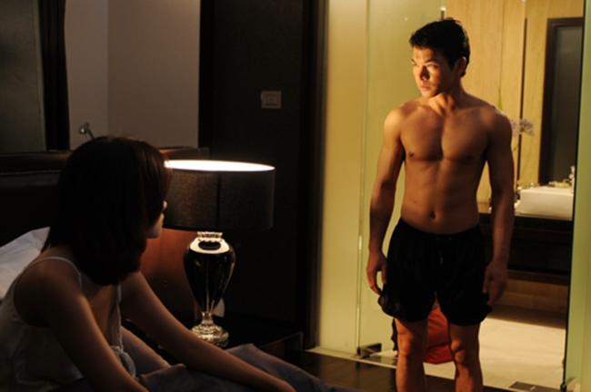 """Sau vai phản diện ấn tượng trong  """" Huyền thoại bất tử """"  2008, Trần Bảo Sơn tiếp tục khẳng định tài năng nghệ thuật thứ bảy của mình với  """" Giao lộ định mệnh """" . Bộ phim ra mắt năm 2010 của Victor Vũ đã làm thay đổi diện mạo phim Việt thời kỳ đổi mới."""