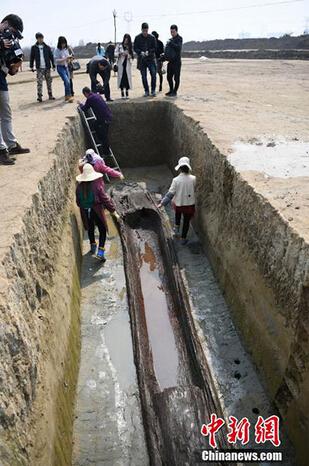 Đào được 200 quan tài cổ nghìn năm dài như thuyền ở TQ - 4