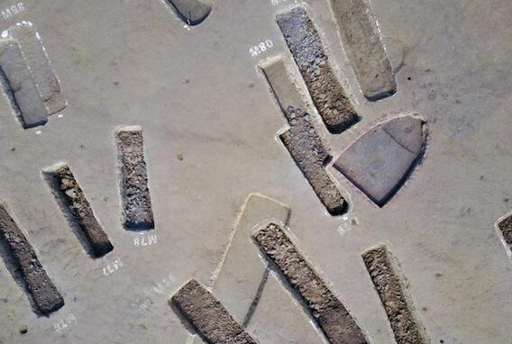 Đào được 200 quan tài cổ nghìn năm dài như thuyền ở TQ - 3