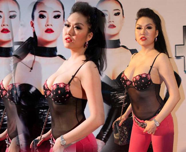 Đàn chị Phi Thanh Vân từng diện chiếc áo xuyên thấu, hai dây táo bạo thế này tới sự kiện. & nbsp;