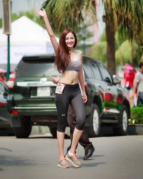 4 hoa hậu Việt độc thân mặc đồ gym bó sát khiến mày râu mê mệt - 14