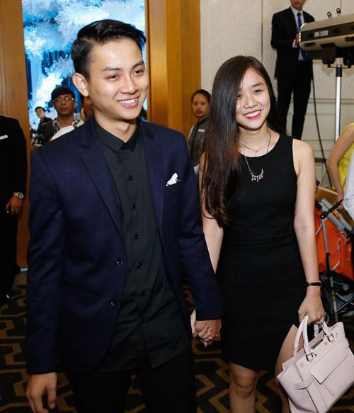 Hoài Lâm nắm tay bạn gái không rời tại đám cưới Mai Quốc Việt - 1