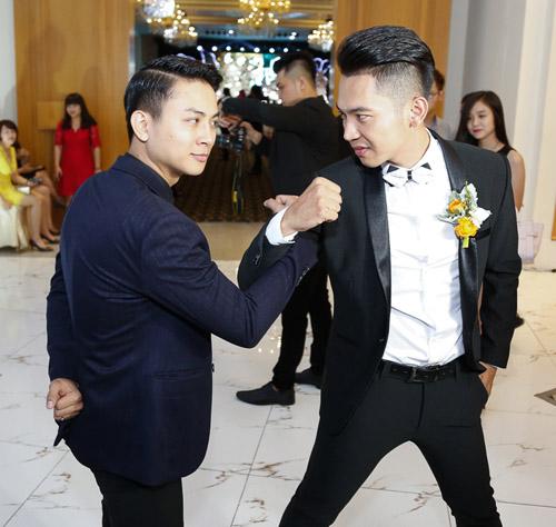 Hoài Lâm nắm tay bạn gái không rời tại đám cưới Mai Quốc Việt - 4