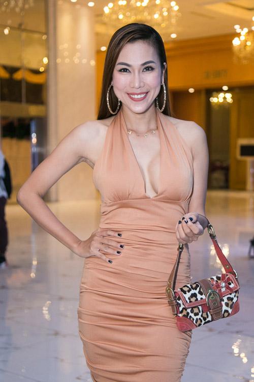Hoài Lâm nắm tay bạn gái không rời tại đám cưới Mai Quốc Việt - 6