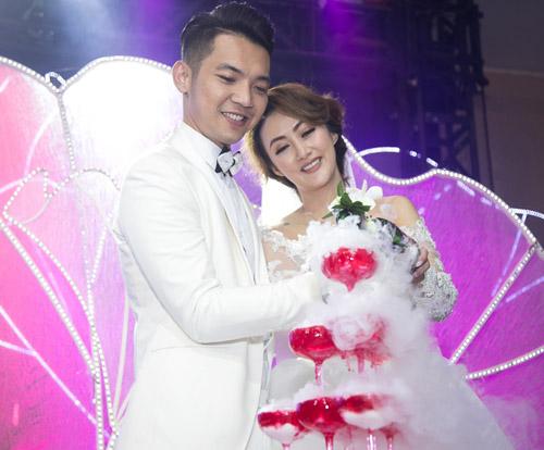 Hoài Lâm nắm tay bạn gái không rời tại đám cưới Mai Quốc Việt - 11