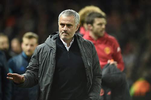 """MU-Mourinho """"trùm"""" cúp châu Âu, Fellaini đá như Ro """"vẩu"""" - 3"""