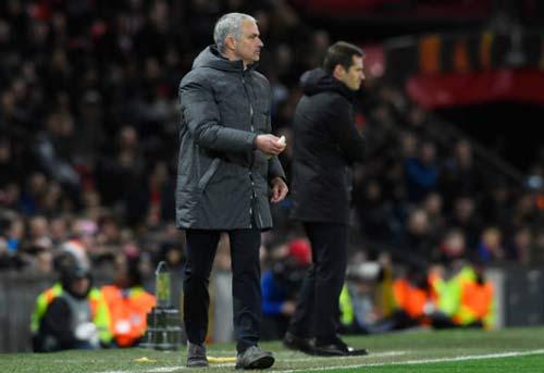 """MU-Mourinho """"trùm"""" cúp châu Âu, Fellaini đá như Ro """"vẩu"""" - 2"""