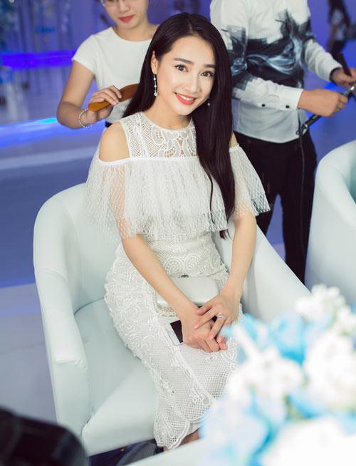 Hà Kiều Anh, Elly Trần mặc thấu da, gợi cảm nhất tuần - 6