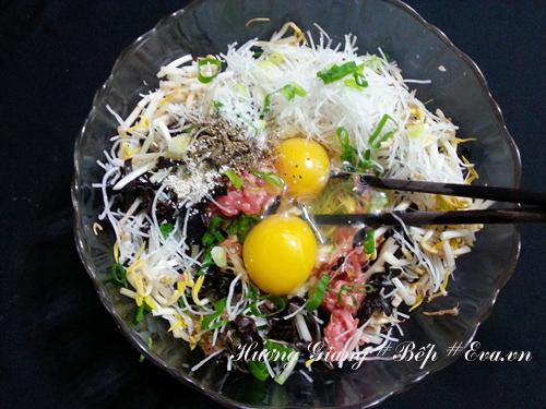 Bữa trưa vui vẻ với nem rán vàng ươm, giòn rụm - 3
