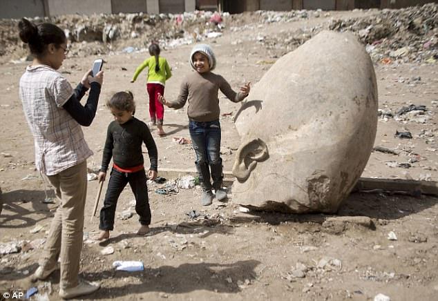 Thân thế thực sự của tượng pharaoh khổng lồ 3.000 năm - 4