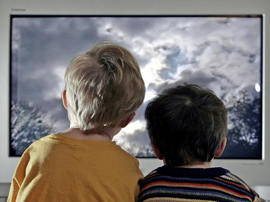 Xem tivi 3h/ngày, trẻ có nguy cơ bị tiểu đường - 1