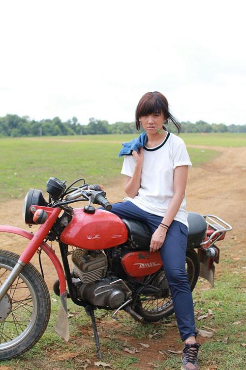 Choáng với tạo hình gái quê thứ thiệt của Hari Won, Elly Trần - 7