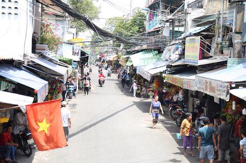 """Chợ hoa ở SG thông thoáng bất ngờ giữa """"cuộc chiến"""" vỉa hè - 3"""